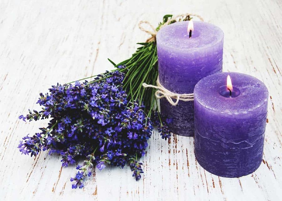 Nến thơm lavender giúp bạn ngủ ngon hơn